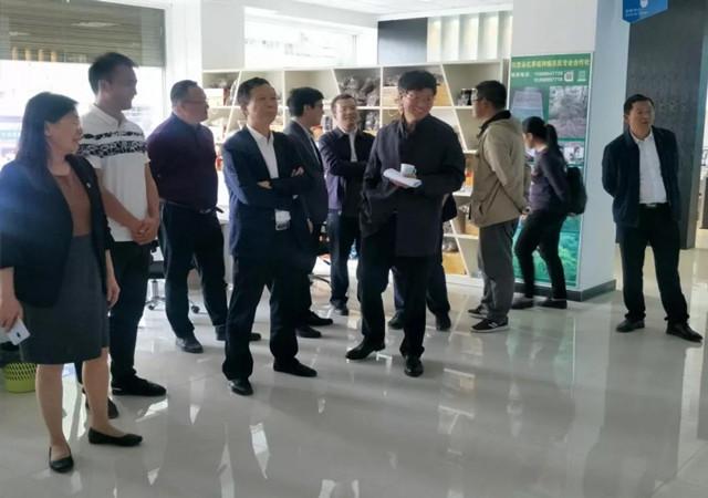 [弥渡县]北京大学领导到弥渡县电子商务公共服务中心参观