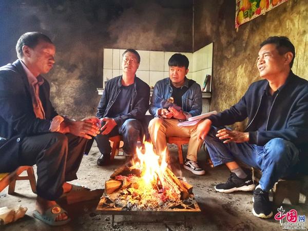 [剑川县]寒冬走访暖人心 卫生整治出成效