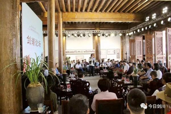 [剑川县]专家学者齐聚剑湖之滨共商剑川木雕产业发展大计